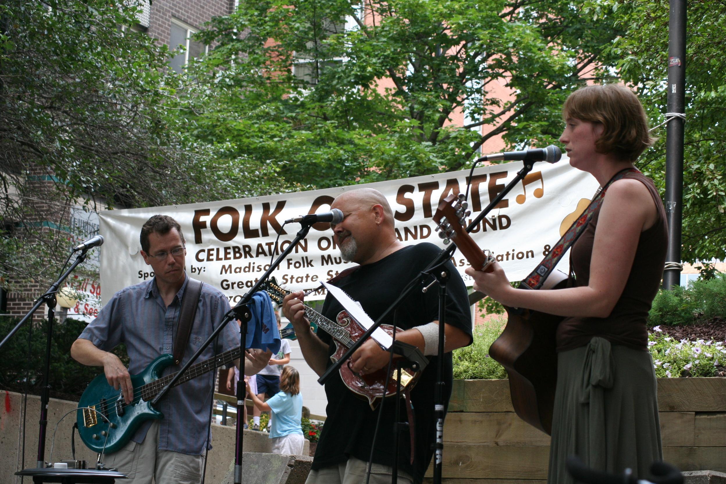 SoDangYang at Folk on State, July 2006